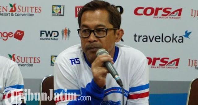 Pelatih Arema FC Aji Santoso Mengundurkan Diri