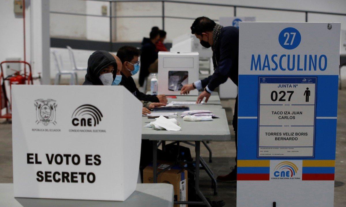 Ecuador: arrancó el balotaje para elegir presidente entre Andrés Arauz y Guillermo Lasso