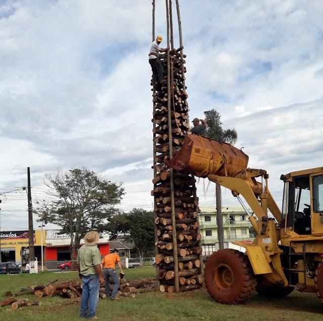 Roncador: Paróquia ergue a tradicional Fogueira de São Pedro