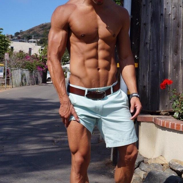 anonymous-gay-grindr-top-young-dude-alabama-hunk-sixpack-abs-veiny-biceps-faceless-mystery