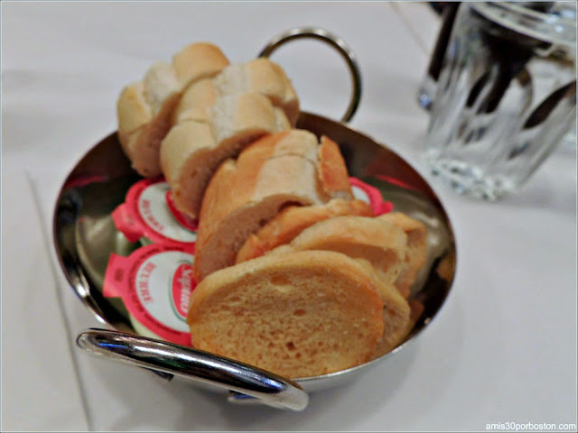 Pan con Mantequilla del Restaurante Bistro Sous le Fort, Ciudad de Quebec
