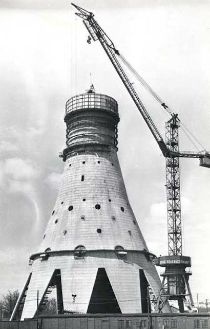 Строительство Останкинской телебашни - Автор неизвестен - ru.wikipedia.org