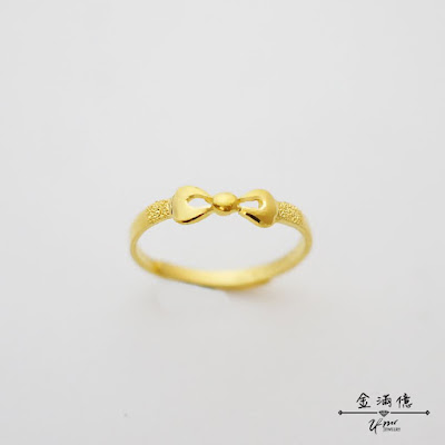 蝴蝶結造型的黃金戒指