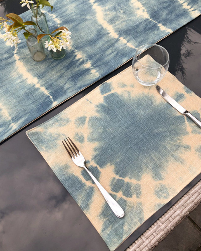 Learn how to do shibori dying to make a table runner and table mats ~ Tutorial by Vicky Myers Creations