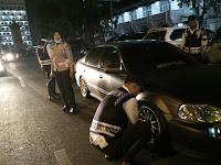 Tim Gabungan Dishub & Satlantas Menilang & Gembosi Ban Kenderaan Bermotor Yang Parkir Sembarang