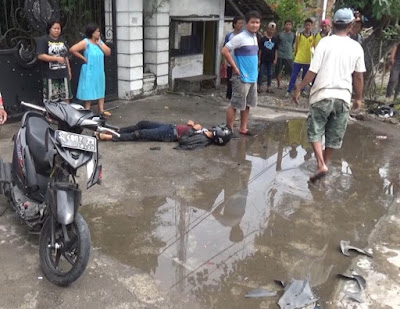 Ban Meletus, Pikap Tabrak Pengendara Motor di Jombang