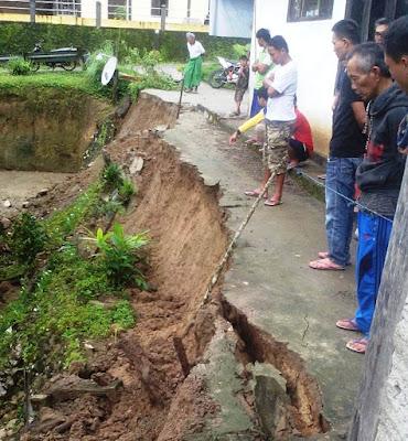Hujan Deras, Talud Ditengah Pemukiman Amblas