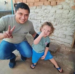 Na política recebemos a simpatia de muitos, feliz com a simplicidade dessa criança linda, comenta Tiago da EMATER nas redes sociais.