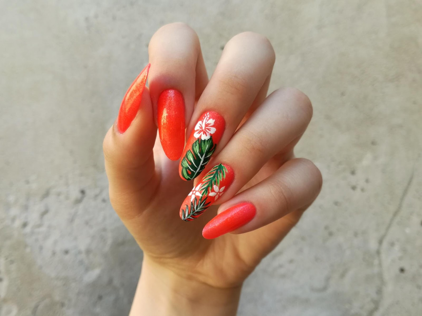 pomarańczowe neonowe paznokcie na lato