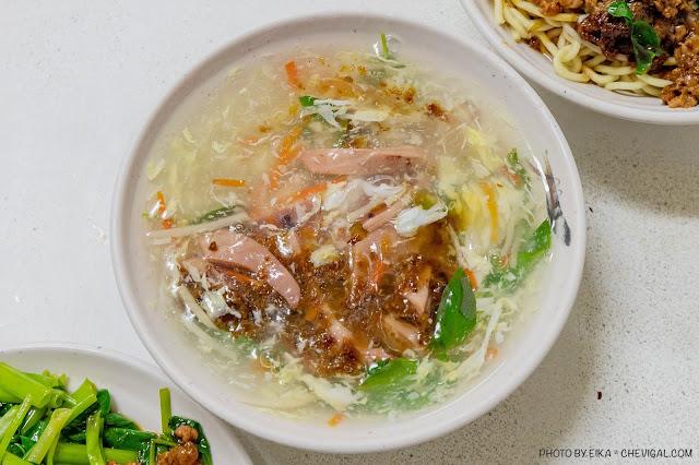 MG 8987 - 忠孝夜市沙茶魷魚羹,魷魚羹、肉燥麵用料完全不手軟,銅板價就能吃超飽!