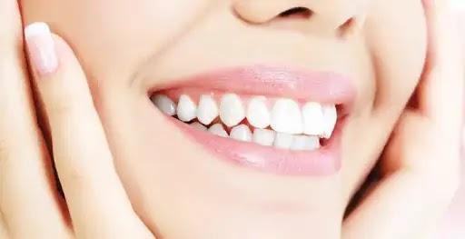 احصل على أسنان بيضاء (بدون تبيض) مع هذه النصائح الـ 16.