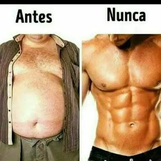 Hombre con barriga y hombre con abdominales marcados