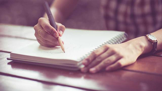 crtanje-crteza-na-listu-papira-olovkom