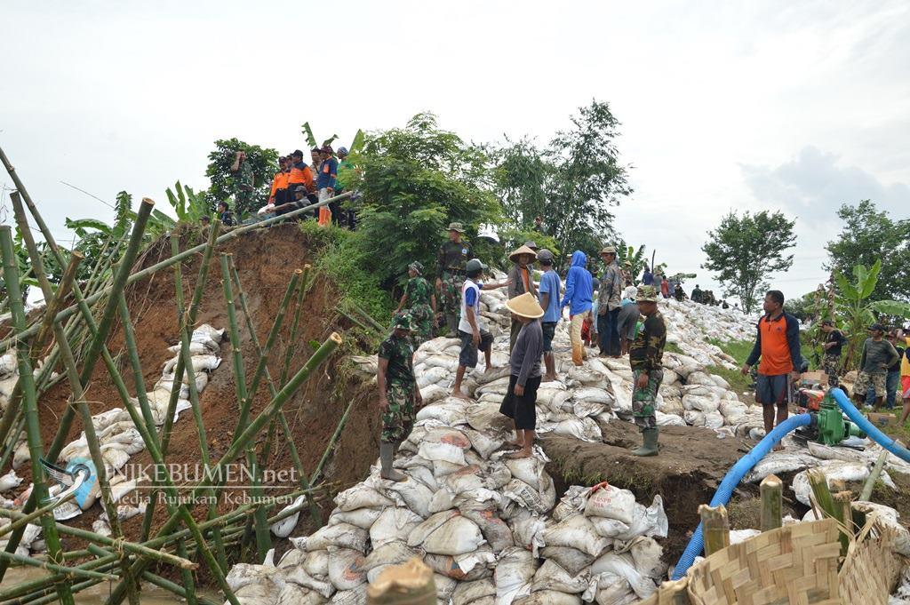 Perbaikan Tanggul Jebol di Adimulyo Ditarget Selesai Sepekan