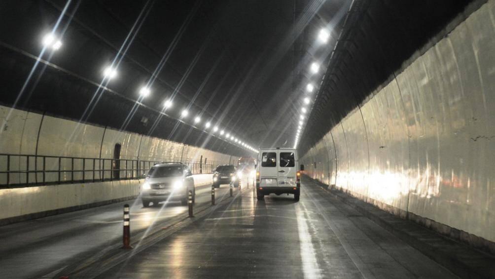 Những điều cấm kị khi lái ô tô trong hầm đường bộ