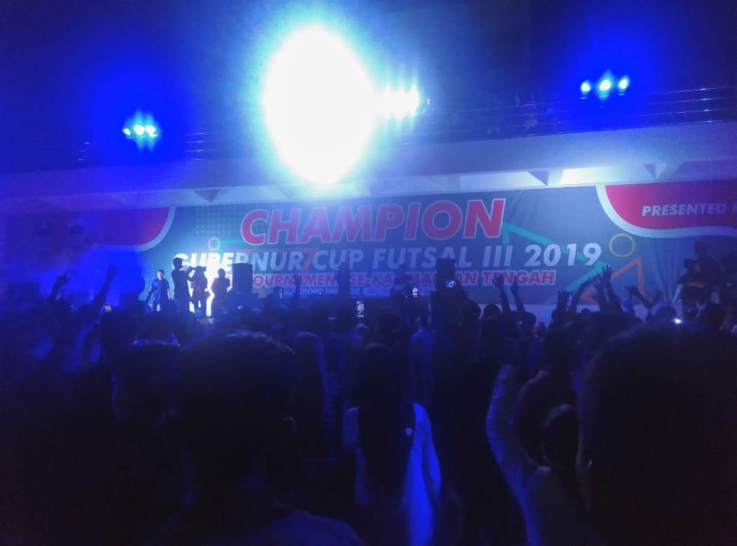 Aksi DJ Yasmin Meriahkan Malam Final Futsal Gubernur Cup 2019