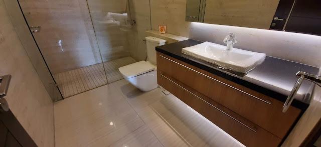 master bathroom rumah pondok indah