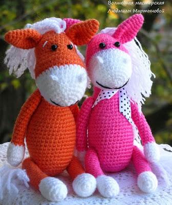 Вязаные лошадки амигуруми
