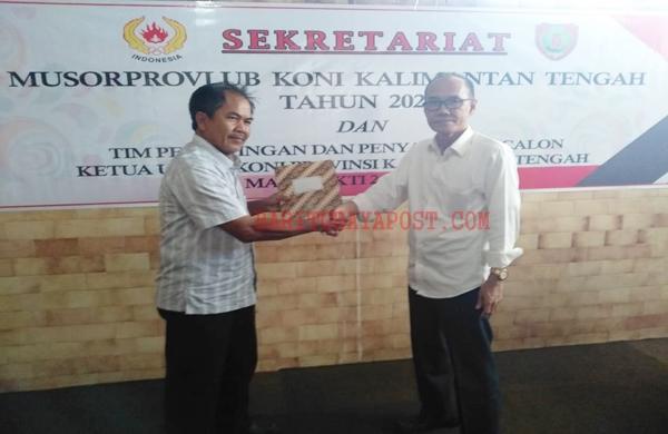 Bertekad Tingkatkan Pembinaan Atlet, Edy Raya Samsuri Mendaftar Calon Ketum KONI Kalteng