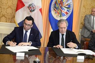 Navarro y Almagro firman convenio para celebrar en RD Asamblea de la OEA