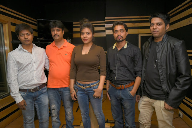 10. Amit Raj (Executive Producer), Abhijeet Aroon (Music Director) Ritu Pathak(Singer), Mayank Tiwari (Producer & Lyricists) with Rohit during song recording CRAZY