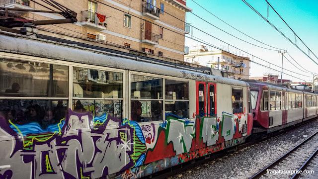 Trem da Circumvesuviana para Pompeia e Herculano