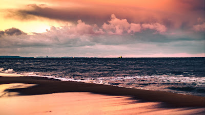 Screen background Sea, beach, sunset, clouds, sand HD