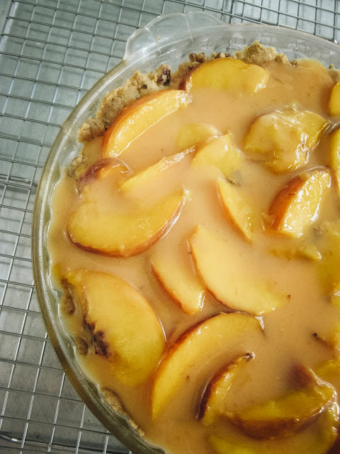 Diner Style Fresh Peach Pie, three ingredients make a fresh peach filling, and a homemade pecan shortbread crust will create a no bake icebox pie you see in your beloved diners.