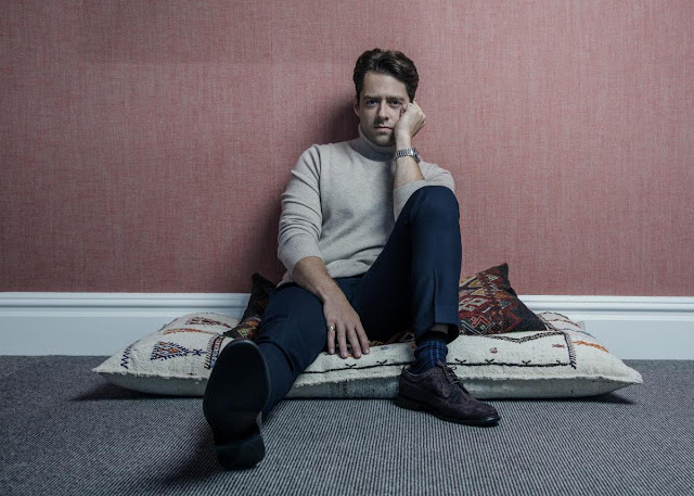 Richard Rankin es el actor escocés que interpreta a Roger en Outlander