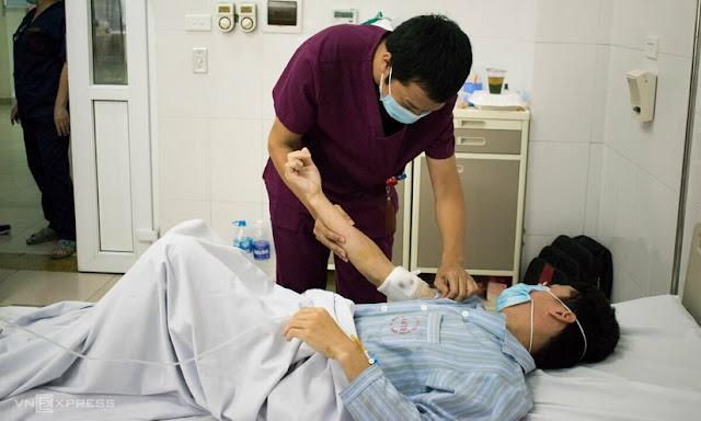 Giun lạ dài tới 60cm được gắp ra dưới tay chân bệnh nhân