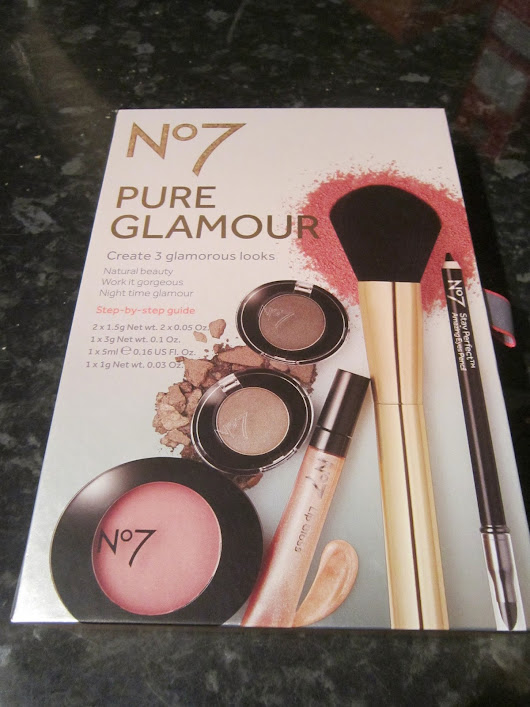 No7 Pure glamour kit