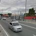 Carro derruba poste e bloqueia avenida Atlântica, em São Paulo