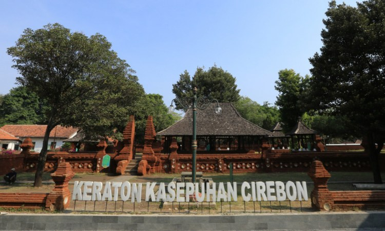 Berwisata & Menyusuri Sejarah Keraton Kasepuhan Cirebon