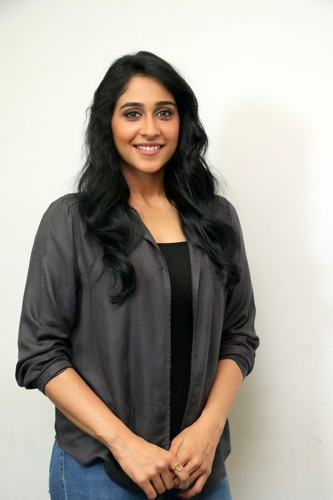 Regina Cassandra at Gemini Ganeshanum Suruli Raajanum Movie Press Show Pics