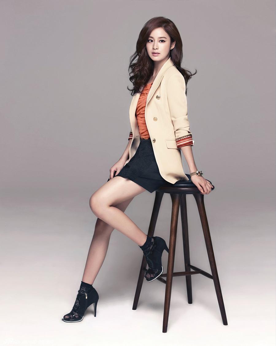rok mini pendek blazer Kim Tae Hee rambut pirang