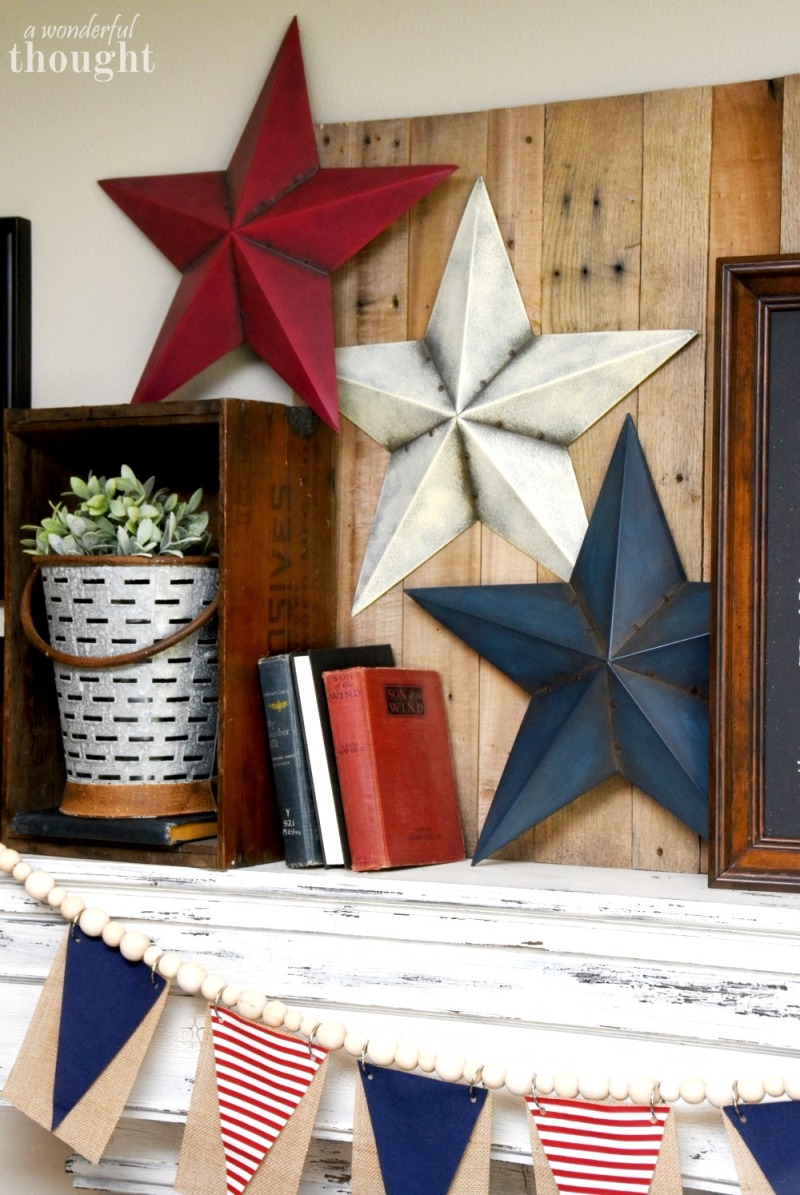 Easy 4th of July Modern Farmhouse Décor - last-minute, simple yet pretty ideas to decorate your home or party on a budget for the 4th of July!