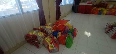 Paket sembako yang siap di bagikan secara gratis kepada masyarakat