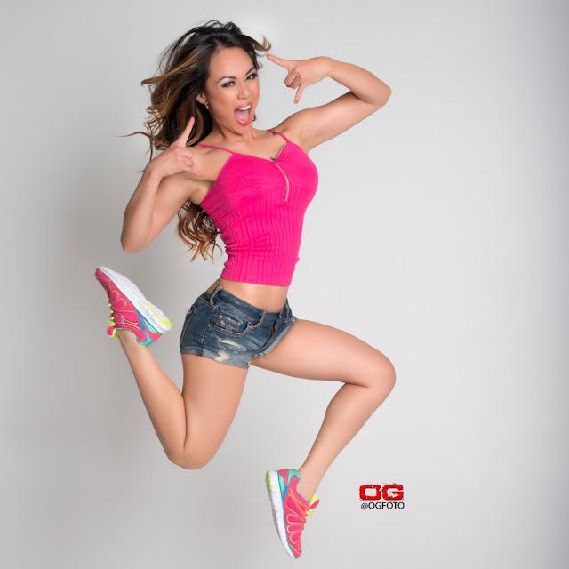 Model Nina Carla Hot Photos Navel Queens