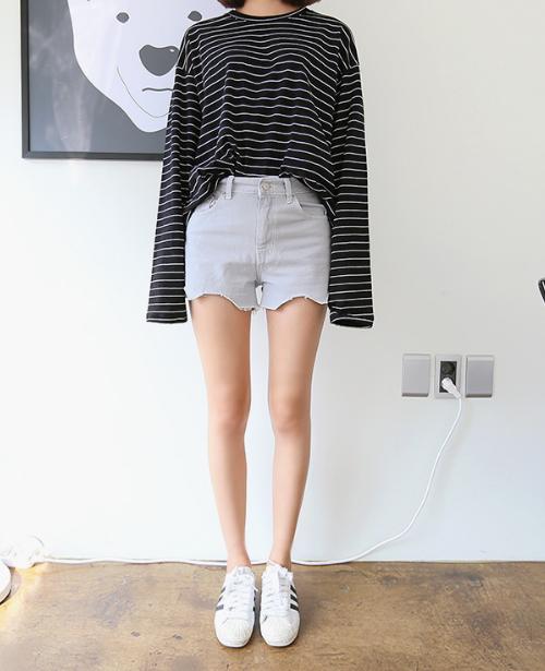 Scalloped Cut Off High-Waist Shorts