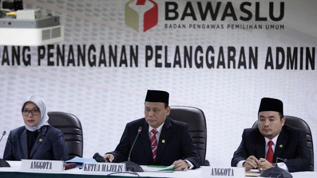 Bawaslu: Poster Jokowi Berpakaian Raja Jawa Bukan Kampanye Hitam