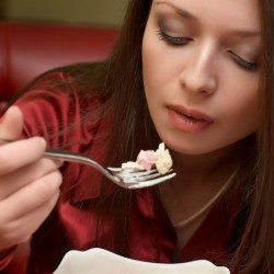 """طرق تخسيس الكرش و البطن : كيف يكون الأشخاص ذوو العلاقة """" الطبيعية """"مع الطعام"""