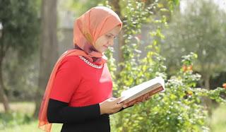"""ألاستاذ المشرف على فاطمة الزهراء أخيار في """"تحدي القراءة العربي"""" : تفوقت على الجميع لغة ونقدا وعمقا فكريا"""