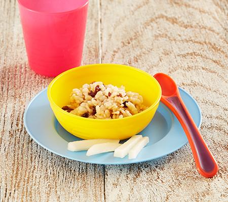 Dedos de cereal, pasas y pera