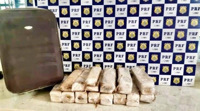 Mulher é presa pela PRF em Vitória da Conquista transportando 26kg de maconha