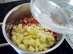 Supa de cartofi cu smantana preparare reteta - completam cu apa