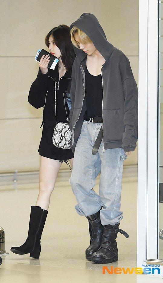 Hyuna ve E'Dawn çifti havaalanında tarz görünüyor