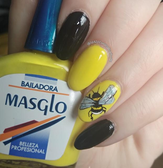 Nail art de abejorro en colores amarillo y negro con esmalte de Essence y Masglo.