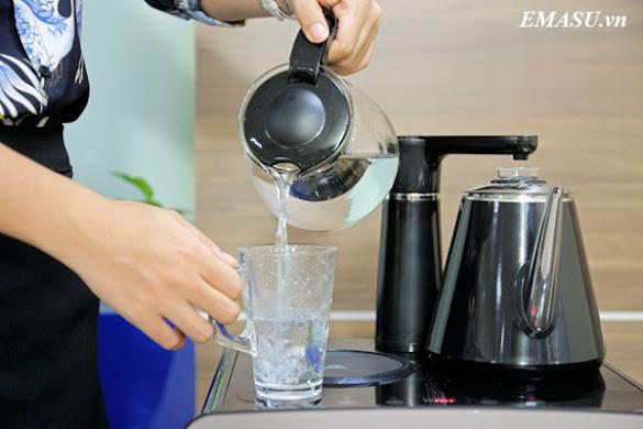 Mặt trên Cây nước nóng lạnh FujiE WD1170C kết hợp bàn pha trà, bình âm, sang trọng, tiện dụng