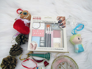 Nail Art Kit. Dressing Up Your Nails This Holiday with KISS ~ #Review #Giveaway #2017GiftGuide