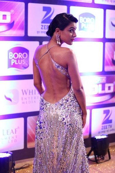Nia Sharma Exposing Her Sexy Cleavages Nude Boobs and Almost her Nude Ass at Gold Awards 2016 WOW